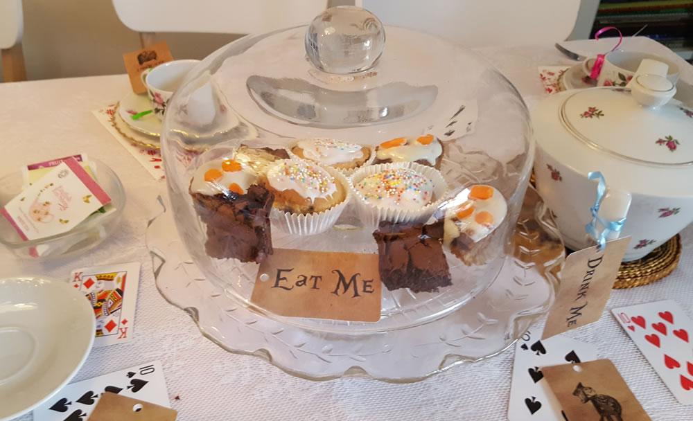Verschillende soorten lekkernijen: cupcakes en brownies