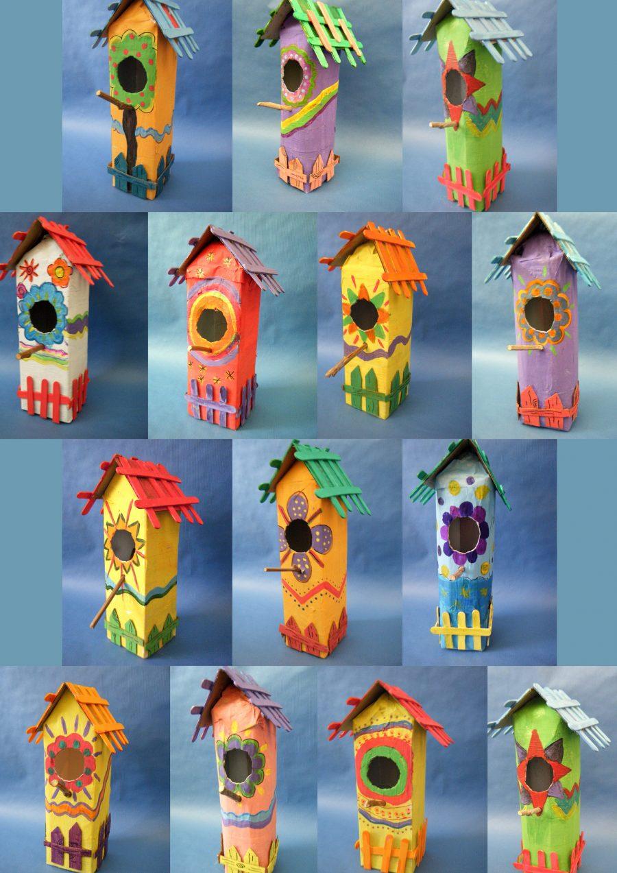 kleurige vogelhuisjes