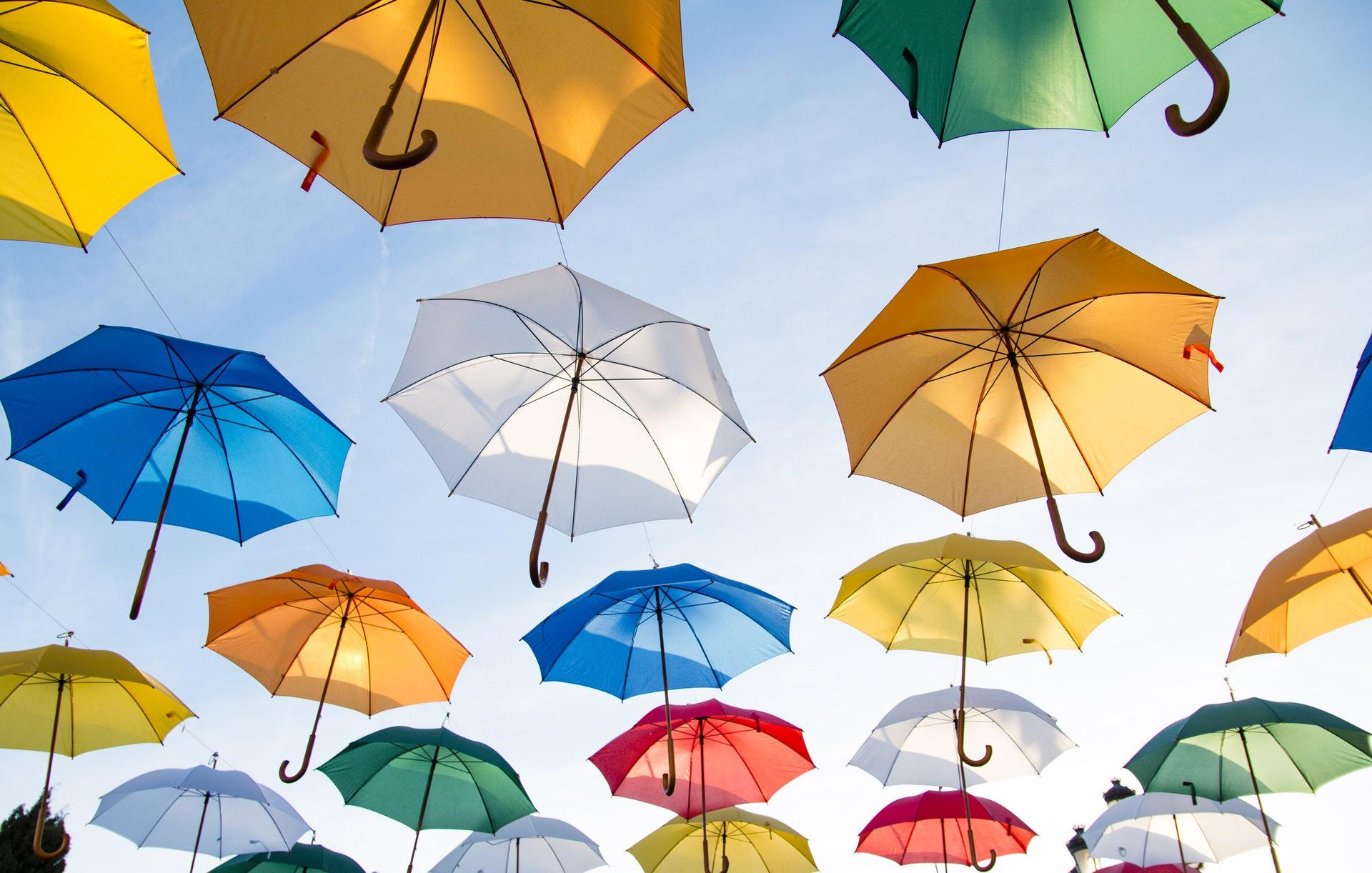 download wallpaper: gekleurde paraplu's wallpaper